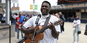 Joshua Henry Performs National Anthem at Mets Game Video