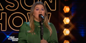 VIDEO: Kelly Clarkson Covers 'My Way'