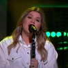 VIDEO: Kelly Clarkson Covers 'Rich'