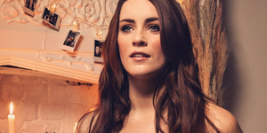 Lucie Jones Visits Backstage LIVE- Watch Now! Video