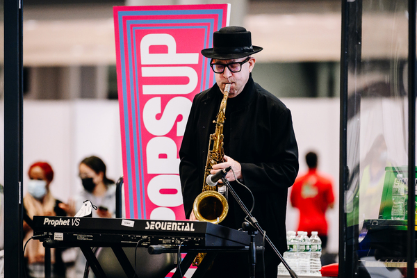 Photos: Laurie Anderson, Chris Thile and More Perform in the 10th Week of NY PopsUp