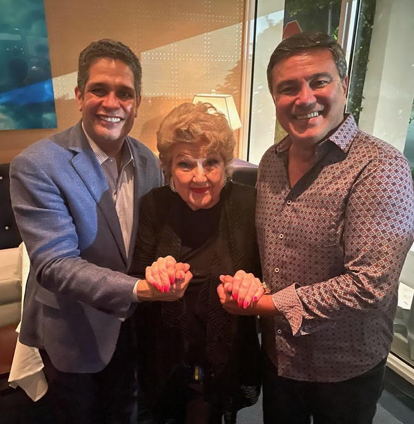 Photos: Marilyn Maye Goes Out To Dine And Winds Up Singing For Her Supper at Table 26