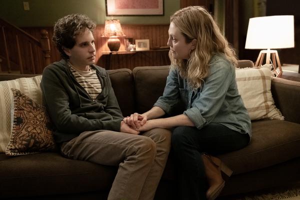 Evan Hansen (Ben Platt) and Heidi Hansen (Julianne Moore)  Photo