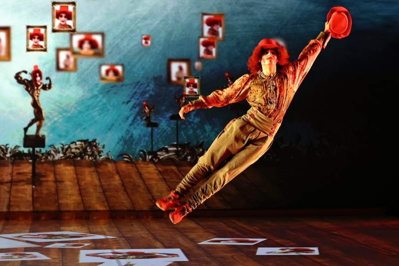 BWW REVIEW: Antoine de Saint-Exupéry's THE LITTLE PRINCE Comes To Life With Dance, Acrobatics And Immersive Video Projection Scenes