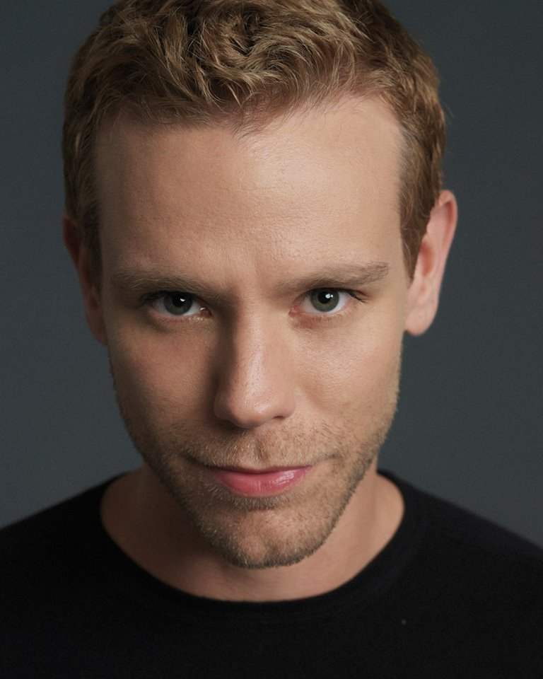 BWW Review: Adam Pascal 'So Far...' Charms Audience at Nashville's Tennessee Performing Arts Center