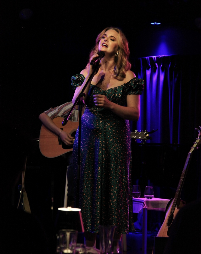 BWW Review: Tina Scariano Hits a FEELS LIKE HOME Run at The Green Room 42