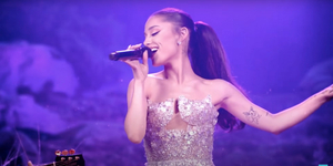Ariana Grande Sings 'Hopelessly Devoted to You' on THE VOICE! Video