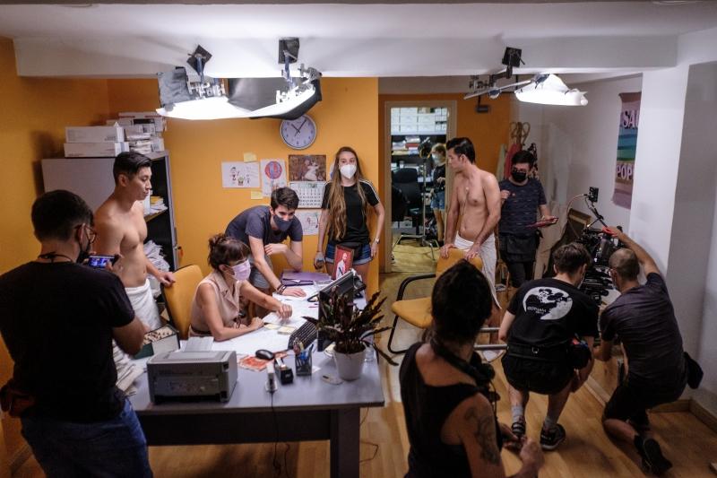 EL FANTASMA DE LA SAUNA, el largometraje musical de Luis Navarrete, finaliza su rodaje