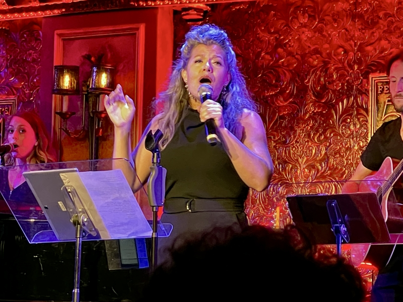 BWW Review: MICHAEL MOTT & FRIENDS Makes You Want to Get Up On Your Feet at 54 Below