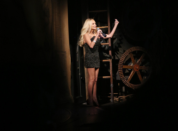 "NEW YORK, NEW YORK - SEPTEMBER 14: Kristin Chenoweth, who was the original ""Glinda"" i Photo"