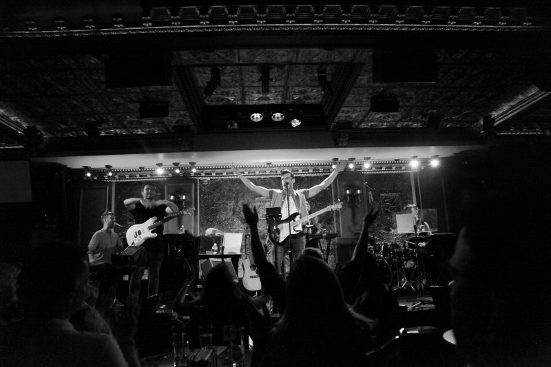 """BWW Review: Tom McGovern Debuts Some Of His """"Dumb Little Songs"""", Leaving Everyone in Stitches With His LIVE AT FEINSTEIN'S/54 BELOW"""