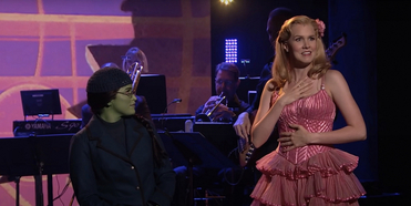 VIDEO: WICKED's Lindsay Pearce and Ginna Claire Mason Perform 'Popular' and 'The Wizard an Photo