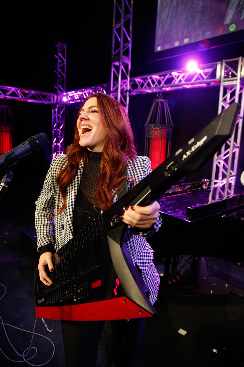BWW Feature: SARAH HESTER ROSS MUSIC AND COMEDY Rocks Notoriety Live