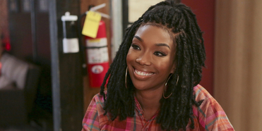 VIDEO: Watch Brandy Sing a New Song in a New Clip from QUEENS on ABC Photo