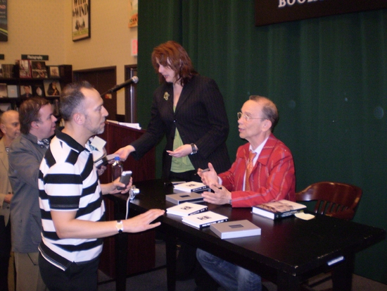 Photos: Joel Grey Celebrates '1.3 - Images from My Phone' at Barnes and Noble Tribeca