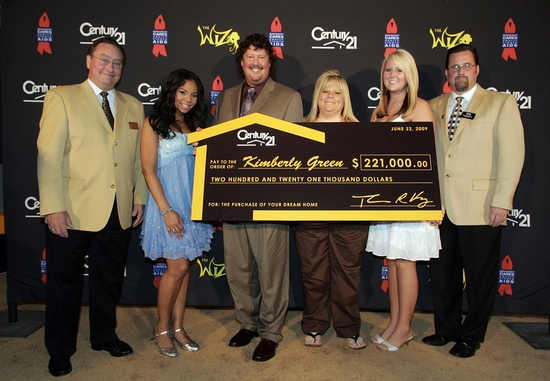 Century 21 CEO, Tom Kunz, Ashanti, Gregory Green, Kimberly Green, Ashley Green and Century 21 Broker Darren Payne at THE WIZ Star Ashanti Sings At Century 21 'Path To Your Dreams Sweepstakes' Ceremony