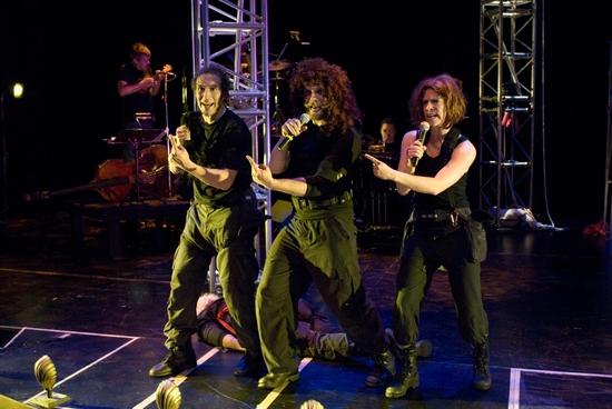Adrian Danzig, Matt Hawkins, Jessica Hudson, and Matt Thompson (bass/ukelele) Photo