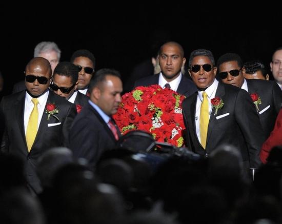 Randy Jackson, Tito Jackson, Marlon Jackon, Jermaine Jackson and family and friends c Photo