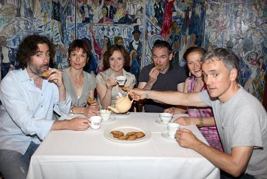 Stephen Mangan, Amelia Bullmore, Amanda Root, Paul Ritter, Jessica Hynes and Ben Mile Photo