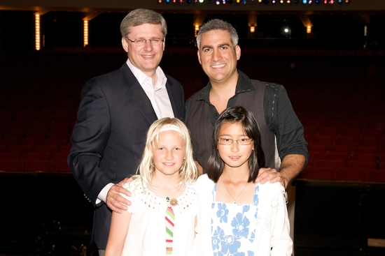 Prime Minister Stephen Harper, his daughter and friend meet Taylor Hicks