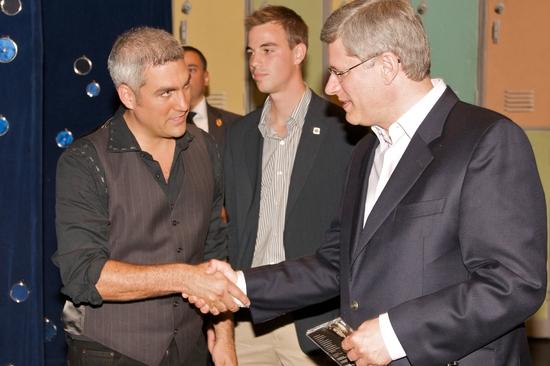 Taylor Hicks meets Prime Minister Stephen Harper