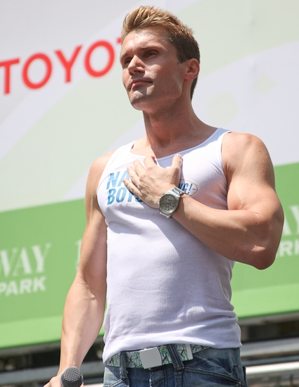 Photos: 'SHREK', 'NAKED', CHICAGO And JERSEY BOYS Perform At 'BROADWAY IN BRYANT PARK'