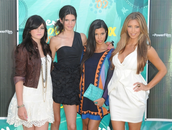 Kylie Jenner, Kendall Jenner, Kourtney Kardashian, and Kim Kardashian at Teen Choice Awards 2009 - Arrivals