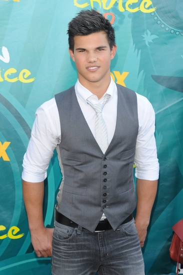 Teen Choice Awards 2010 Tn-500_lautner_sd3265987