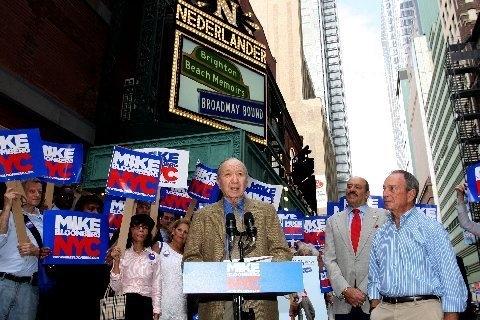 Photo Flash: Neil Simon Endorses Mayor Bloomberg