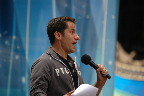 Seth Rudesky-Leads the crowd in a sing a long of Seasons Of Love