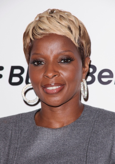Mary_J_Blige_Signs_on_for_ROCK_OF_AGES_Film_20010101