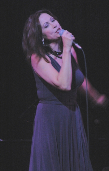 Photo Coverage: All of Me - Linda Eder at Town Hall - Performance!