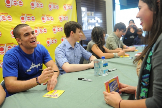 Photo Flash: The GLEE Cast CD Signing at LA's The Grove