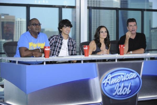 Randy Jackson, Kara DioGuardi, Joe Jonas and Simon Cowell Photo
