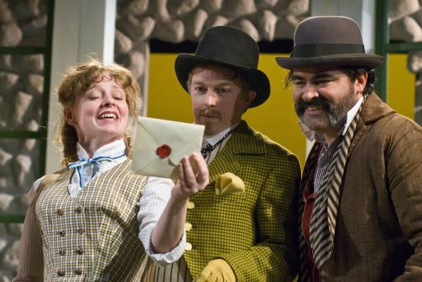 Carol Roscoe as Maria, Darragh Kennan as Sir Andrew, and Ray Gonzalez as Sir Toby