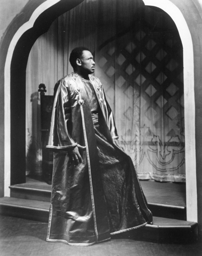 Paul Robeson appears in Othello, with Jose Ferrer and Ferrer's wife, Uta Hagen, on the Geary Theater stage in 1945.