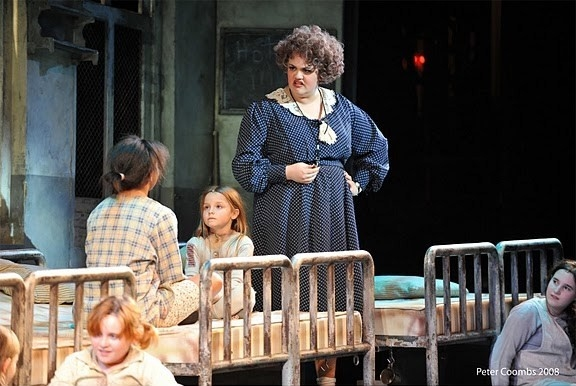 Photo Flash: Auditorium Theatre Presents ANNIE