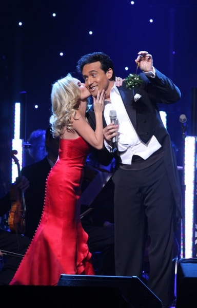 Exclusive Performance Coverage: Il Divo & Kristin Chenoweth Holiday Concert