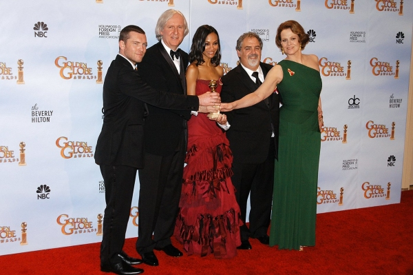 Sam Worthington, Director James Cameron, actress Zoe Saldana, producer Jon Landau and actress Sigourney Weaver
