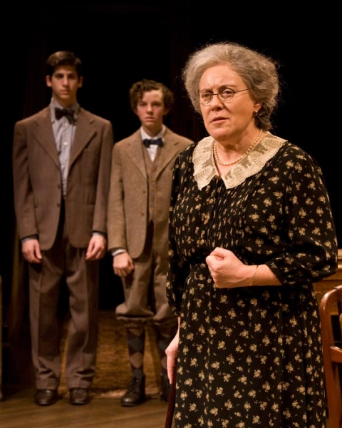 Steven Kaplan as Jay, Austyn Myers as Arty and Judy Kaye as Grandma Kurnitz