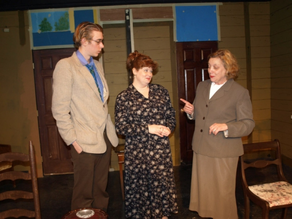 Jeffrey Gangwisch (Laurel) as Edmund Swettenham, Kathy Cox (Columbia) as Mrs. Swettenham and Phyllis Kay (Columbia) as Bunny