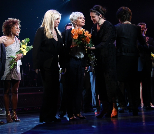 Twyla Tharp with Nancy Sinatra, AJ Azzarto, Tina Sinatra, and the cast of Come Fly Away