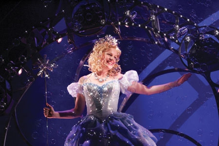Helen Dallimore at WICKED Cast Change: Flashback - Idina Menzel And Helen Dallimore