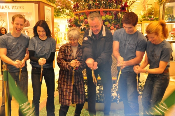 Jeremy Cox, Ashley Tuttle, Twyla Tharp, Robin Hall, Cody Green, Laurie Kanyok CUT THE RIBBON!