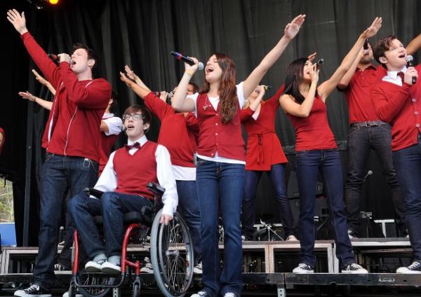 Cory Monteith, Kevin McHale, Amber Riley, Lea Michele, Dianna Agron (back), Naya Rivera, Dijon Talton and Chris Colfer
