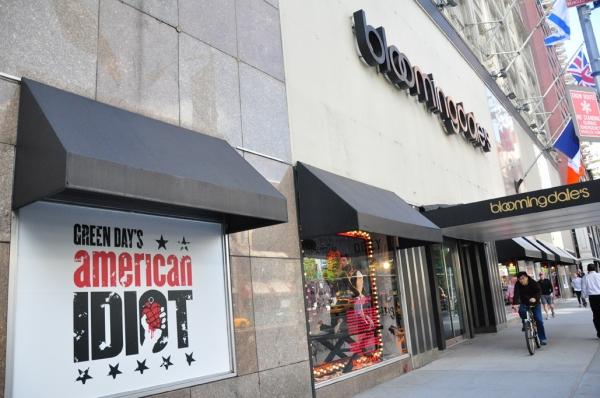 Photos: AMERICAN IDIOT Unveils IDIOT-Themed Windows at Bloomies
