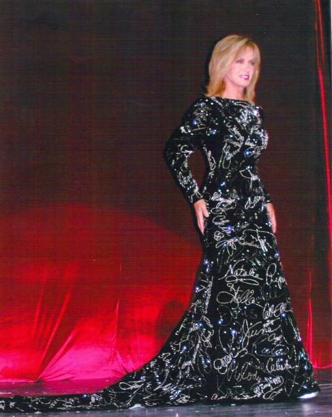 Donna Mills wearing the Gown at Paramount Studios premiere in 2009