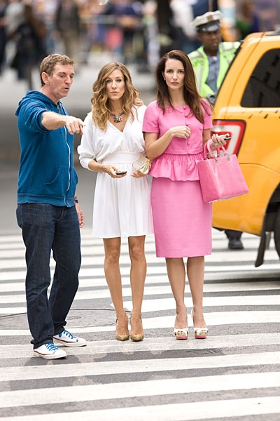 Michael Patrick King, Sarah Jessica Parker and Kristin Davis at New 'Sex and The City 2' Production Shots Released!