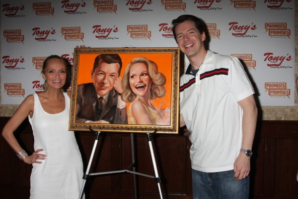 Photo Coverage: Tony diNapoli's Honors Chenoweth & Hayes with Portrait