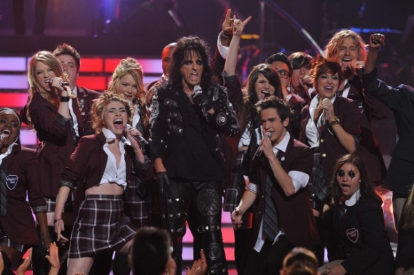 Alice Cooper and Idol Finalists at American Idol Finale On Stage!